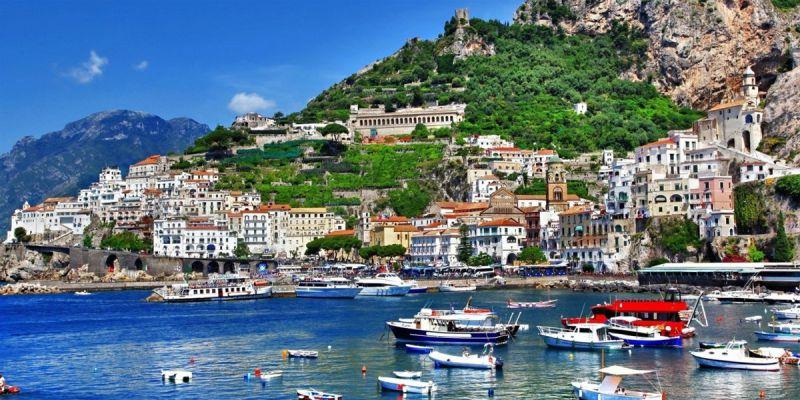 Esta imagem possuí um atributo alt vazio; O nome do arquivo é Nápoles-Foto-Sapo-Viagens.jpg